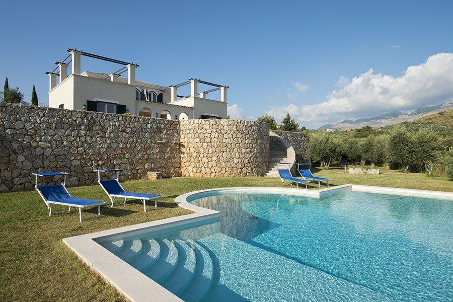 La struttura e la piscina